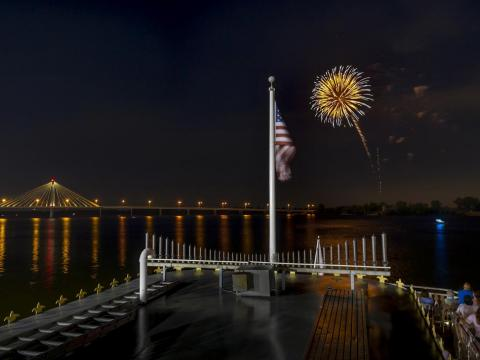A perfect firework over the Mississippi River